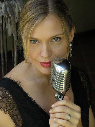ANDREA MULLENS LIVE@THECASINO