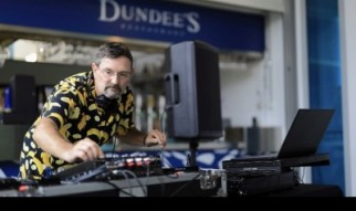 DjGlennW at Dundee's at the Cairns Aquarium